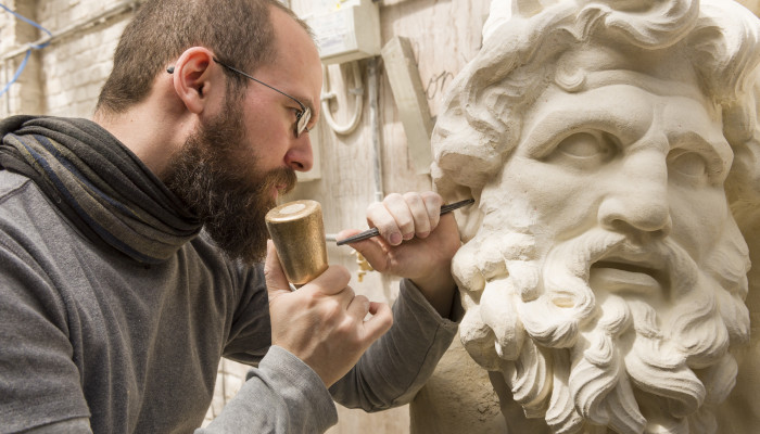 Sculptore making his statue