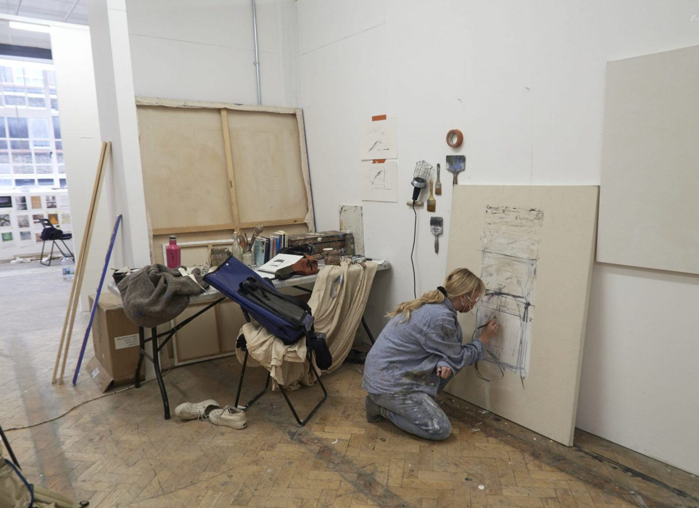 How can an Art School function during a global pandemic? - Fine Art student working on piece in studio